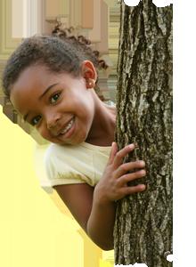 img-girl-hide-behind-tree
